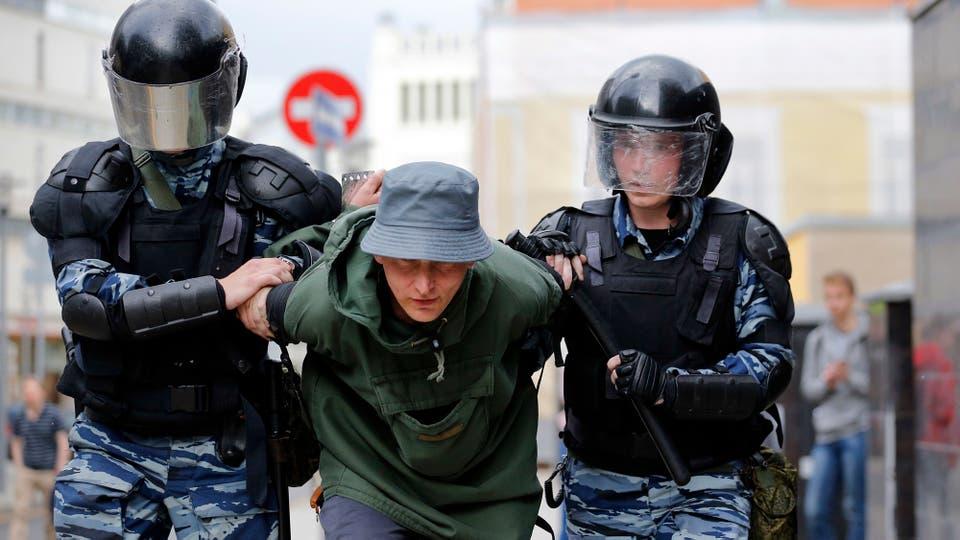 Alumnos que asistieron a las protestas del mes de marzo fueron reprendidos por sus directores. Foto: AP
