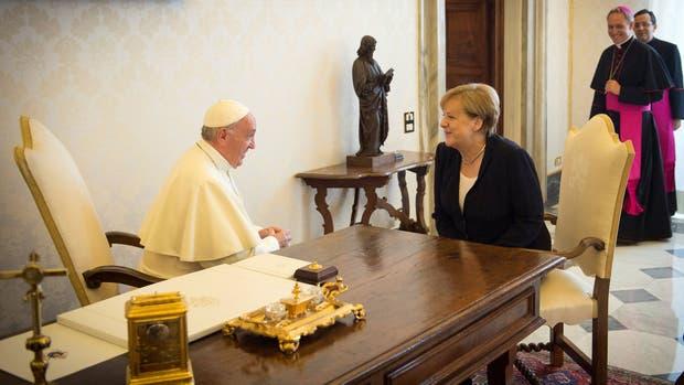 Francisco y Merkel se reunieron por sexta vez