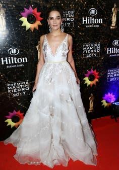 Elegante como de costumbre, optó por un vestido blanco con bordados en dorado del diseñador Javier Saiach.Foto: Gerardo Viercovich