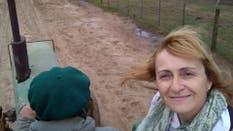Daniela, la docente que viaja en tractor hasta su escuela por las inundaciones