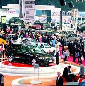 Brillantes, potentes y espectaculares se ven los vehículos en el 3er. Salón Internacional de Buenos Aires