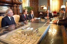 Los empresarios, ayer, en la reunión con Kirchner y De Vido