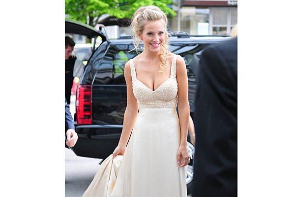 En este festejo, Luisana optó por un vestido color manteca. Foto: Just Jared