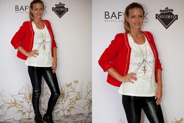 Blazer rojo y leggings de cuero para Gerladine Newmann. La modelo no quiso perderse en lanzamiento de la nueva colección de De la Ostia. Foto: Gentileza Mass Group.