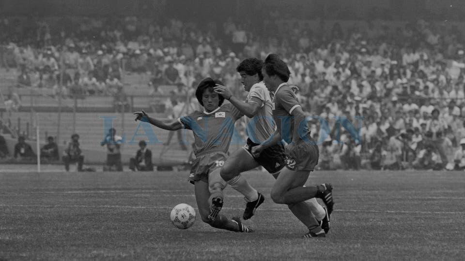 2-6-1986: en el debut de México 86, ante Corea del Sur, uno de los partidos en los que más lo golpearon.. Foto: LA NACION