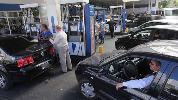 Tras las elecciones, sube el precio de las naftas un 12%