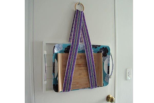 El porta bandejas lo hizo con una tira de aguayo inspirada en los brickbands escandinavos.