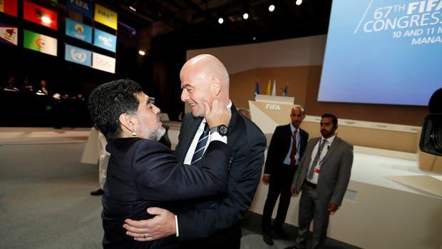La alianza creada por Gianni Infantino, presidente de la FIFA; y Diego Maradona