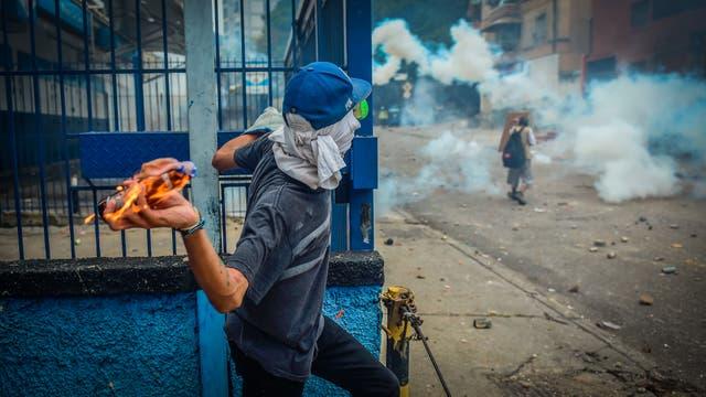 Miles de personas marchan contra el gobierno de Nicolás Maduro en Caracas. Foto: AFP / Ronaldo Schemidt