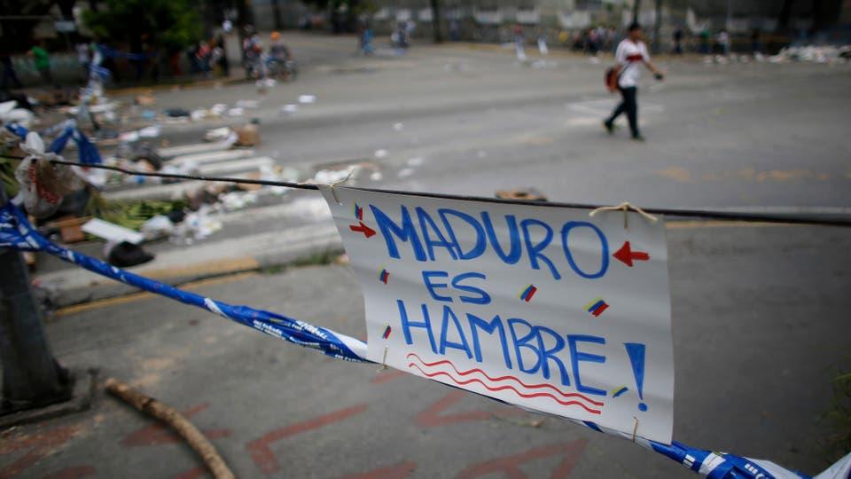 Enfrentamientos entre manifestantes y la Guardia Nacional durante el paro de 48 horas convocado por la oposición. Foto: AP / Ariana Cubillos