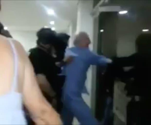 Antonio Ledezma fue arrastrado por la fuerza en pijama de su domicilio