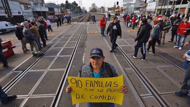 Al se desalojados cortaron las vías del tren Sarmiento
