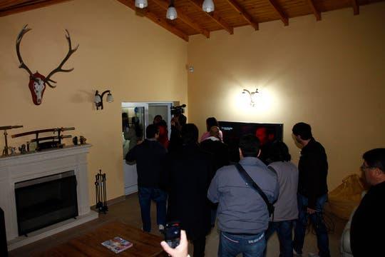 Lázaro Báez recorrió su casa junto a un grupo de periodistas para mostrar que no hay bóvedas. Foto: LA NACION / Horacio Córdoba