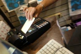 Las tarjetas de crédito son el motor del gasto del turista argentino en el exterior
