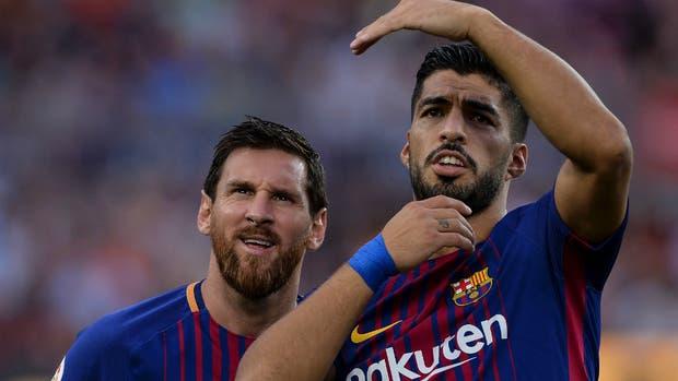 Suárez y Messi, las dos figuras máximas de Barcelona, que está preocupado por rodearlos de la mejor manera tras la salida de Neymar