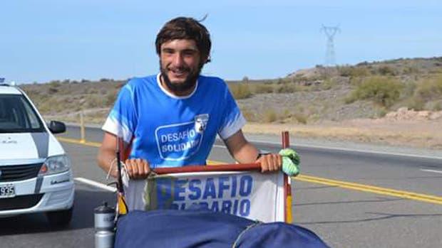 Martín Rodríguez recorre la ruta 40 con un carro con el objetivo de unir Ushuaia con La Quiaca