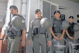 Personal de Gendarmería montó guardia todo el día en el hospital