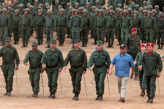 Encabezando un acto de la Fuerza Armada Nacional Bolivariana en marzo de 2009. Foto: Archivo