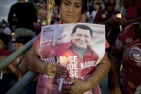 Mientras se desconoce la realidad sobre la salud de Chávez, sus seguidores salieron ayer a apoyarlo