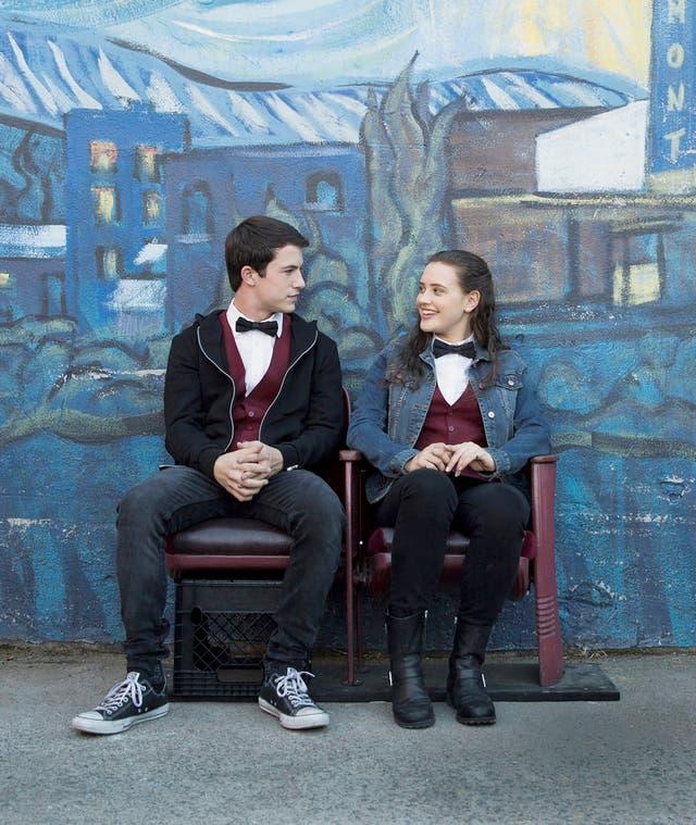 Dylan Minnette y Katherine Langford protagonizan el drama juvenil que se ha convertido en una de las producciones del año