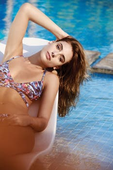 Bikini floreada con tiras cruzadas (Sweet Lady). Foto: Osky Sorairez