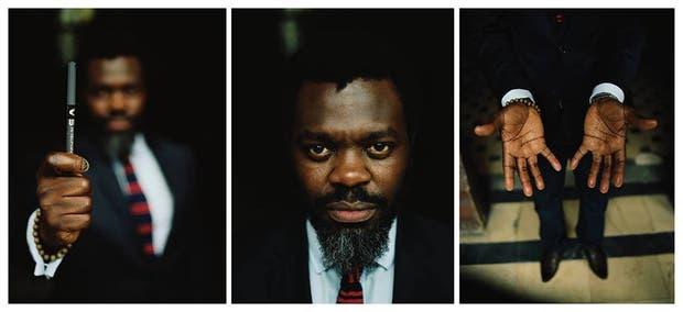 Tríptico que retrata al escritor africano y su instrumento