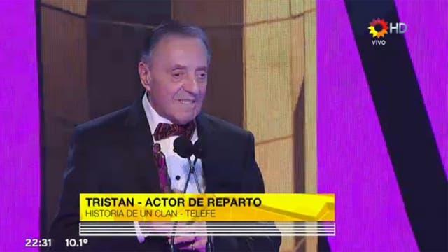 Tristán, emocionado, se quedó con el Martín Fierro a mejor actor de reparto por su labor en Historia de un clan