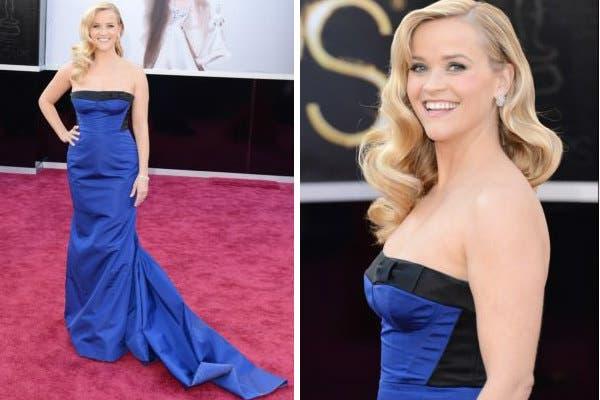 Un azul intenso, combinado con negro, para un vestido estilo sirena diseñado por Louis Vuitton que mejora la silueta post embarazo de Reese Witherspoon. Foto: AFP
