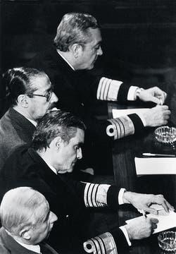 Una de las clásicas imágenes del jucio a las Juntas Militares en 1985. Foto: Archivo