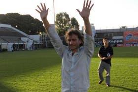 Adrián De Vicente, en un homenaje que le rindió Platense en 2010