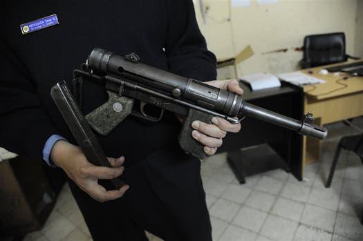 Un subfusil Halcón ML-63 secuestrado luego de un enfrentamiento entre bandas