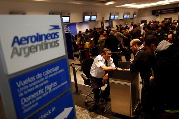 A causa del paro nacional, Aerolíneas Argentinas suspendería sus vuelos este jueves