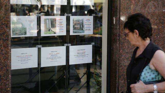 En caso de incumplimiento de lo dispuesto se impondrá una multa de 20.000 pesos al Colegio de Corredores por cada caso acreditado