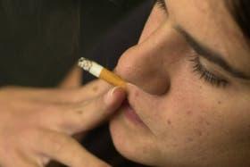 Además de la muertes, el cigarrillo provoca casi 19.000 casos de cáncer por año