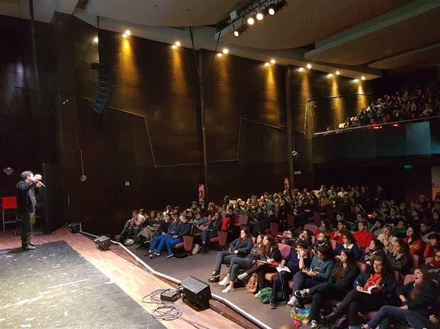 El auditorio de la UMET, colmado de estudiantes de secundario
