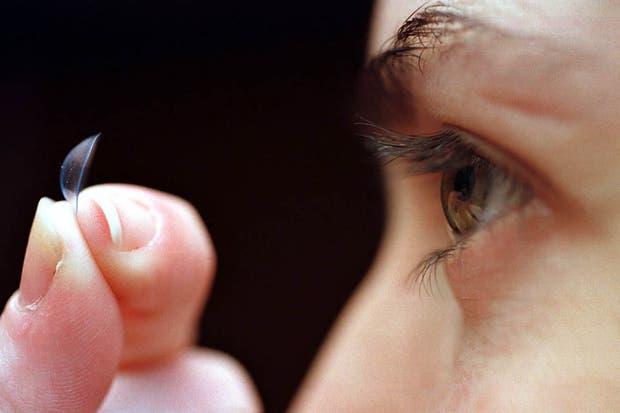 Presentaron lentes de contacto con zoom