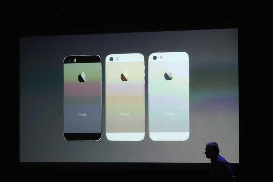 El iPhone 5S, en sus tres versiones: gris oscuro, oro y plata. Foto: AFP
