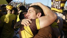 Tomás Cubelli, jugador de los Brumbies y los Pumas, presente en los festejos de Belgrano