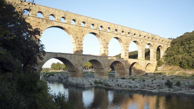 Puente de 275 metros de alto sobre el río Gardon