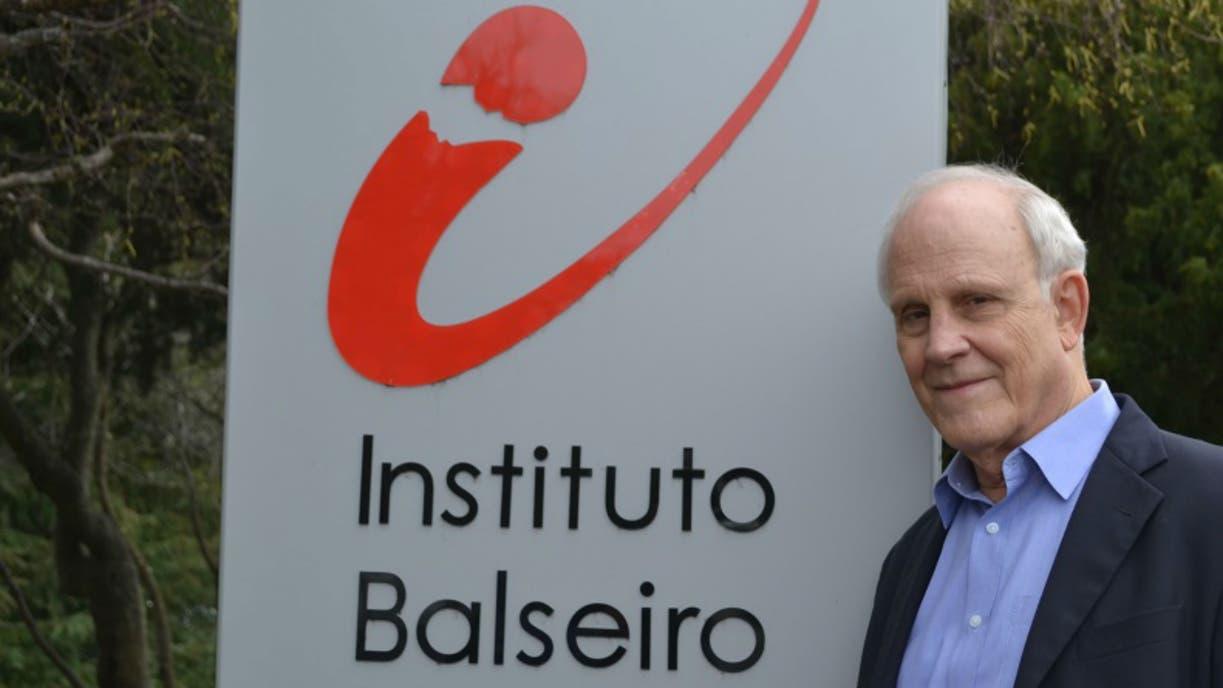 David Gross visitó el Instituto Balseiro y elogió a los científicos que trabajan allí