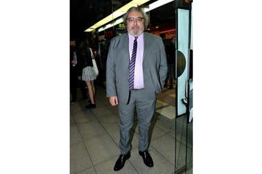 Claudio Rissi fue uno de los más formales de la noche, con su traje gris combinado con camisa lila y corbata violeta