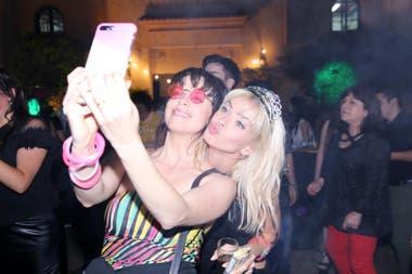Mercedes Funes y la China Suárez, rivales en la ficción y amigas a pura selfie en la vida real