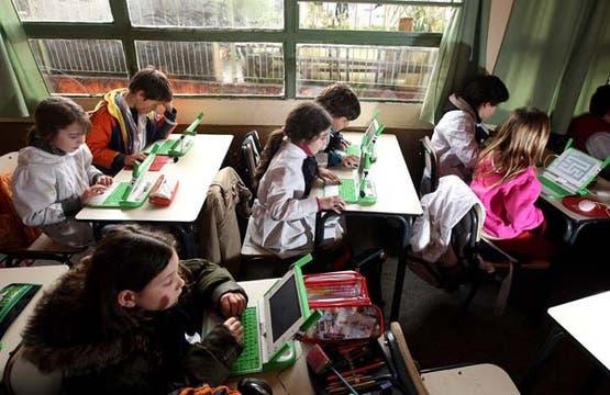 En Uruguay, el plan Ceibal permite que todos los estudiantes de escuelas primarias accedan a un ordenador. Foto: LA NACION / Marcelo Omar Gómez