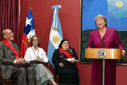 Distinguida en Chile. La presidenta Michelle Bachelet habló en el acto, donde recibió la Orden al Mérito en el grado de Gran Cruz.. Foto: Archivo