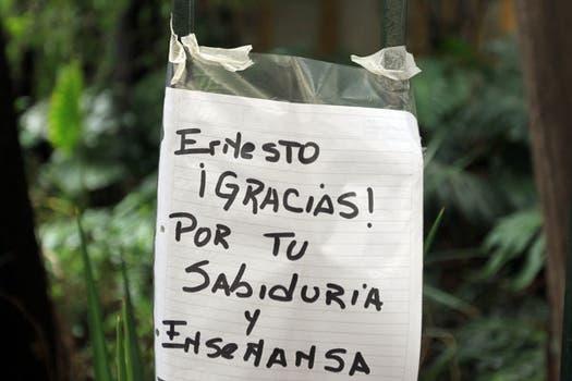 Mensajes de agradecimiento en la casa de Ernesto Sabato. Foto: EFE