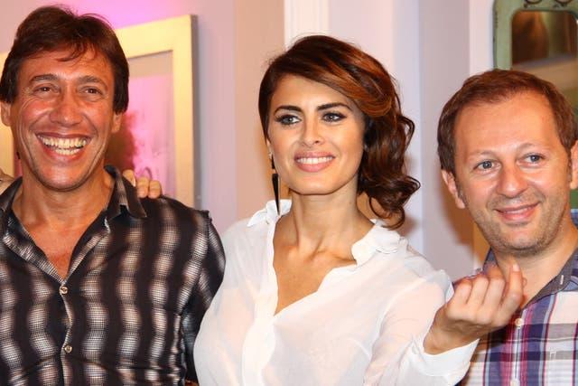 Silvina Luna rodeada de las dos nuevas incorporaciones: Gianola y Scarpino