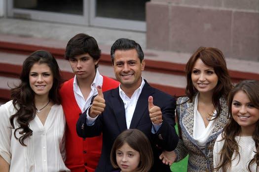 Alejandro Peña Nieto también acompañó a su padre a las urnas en las elecciones de 2012. Foto: Archivo