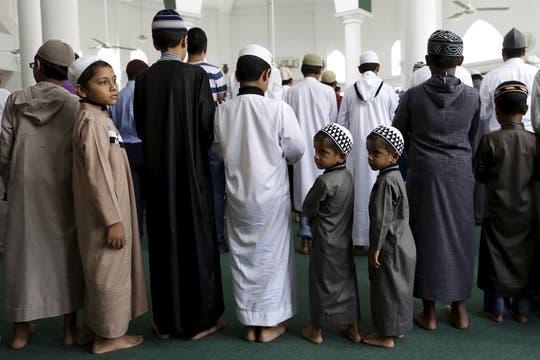 Rezos en familia en el segundo día de Ramadán en la ciudad de Panamá, donde los musulmanes conforman una comunidad de 8000 personas. Foto: Reuters
