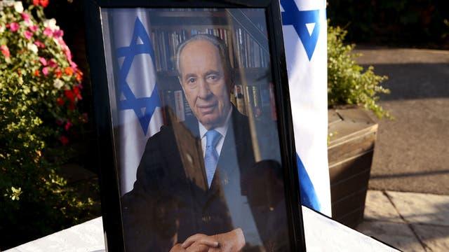 Obama, sus homólogos francés y alemán, el rey de España, el príncipe Carlos y el presidente palestino Mahmud Abas, único representante de alto nivel del mundo árabe, despiden a Peres, saludado como visionario e incansable apóstol de la paz