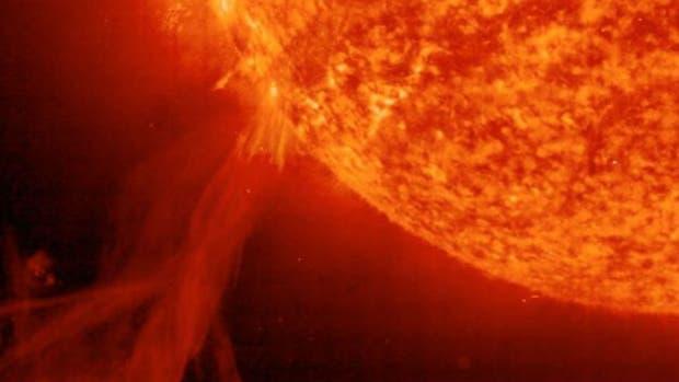 Las erupciones solares liberan una gran cantidad de partículas que se dispersan por el sistema solar, incluso más allá de Plutón